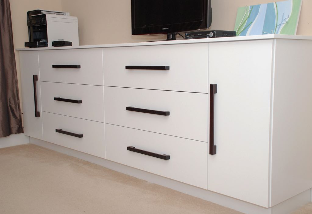 Bedroom Dresser/TV cabinet Unit